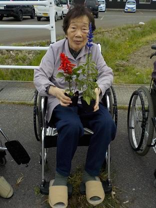 湖山ケアサービス米沢★☆花植えをしました☆★
