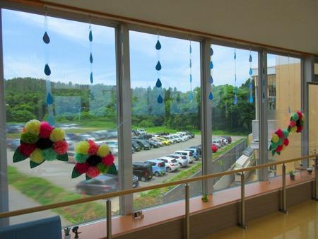 川西湖山病院 渡り廊下の装飾(6,7月)