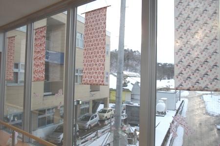 川西湖山病院 渡り廊下の装飾(2、3月)