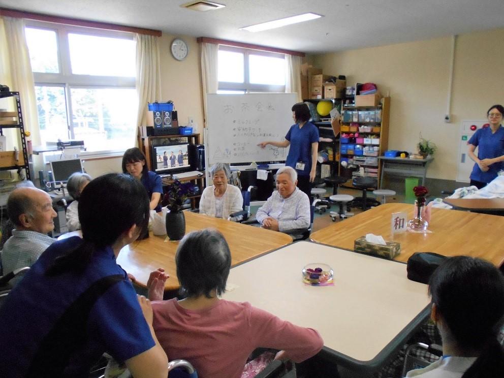 川西湖山病院 リハビリテーション科「2階・3階 合同お茶会」