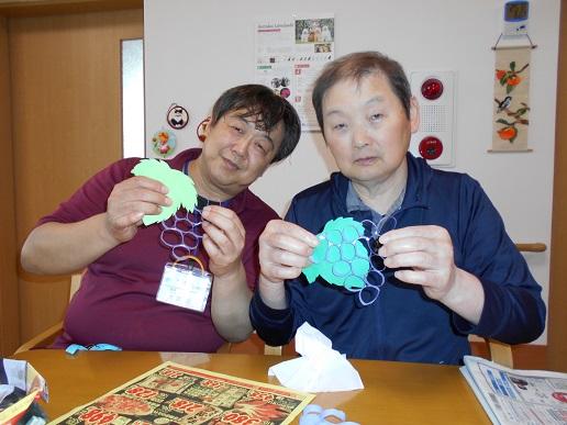 ★湖山ケアサービス米沢★ ぶどうの壁面作り★