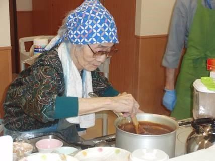 オー・ド・エクラ「笑顔のハンバーグカレー(^▽^)」老健・調理活動報告