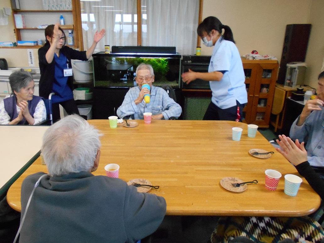 川西湖山病院 リハビリテーション科「第2回 2階・3階合同お茶会」