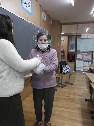 香紅の里 小学校へプルタブを持って行きました!!