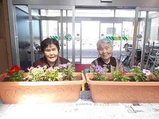 かがやき丘 通所リハビリテーション「プランターへの花植え」