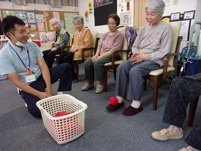 デイサービスセンターかがやき 『足を使ってゲームをしよう!』