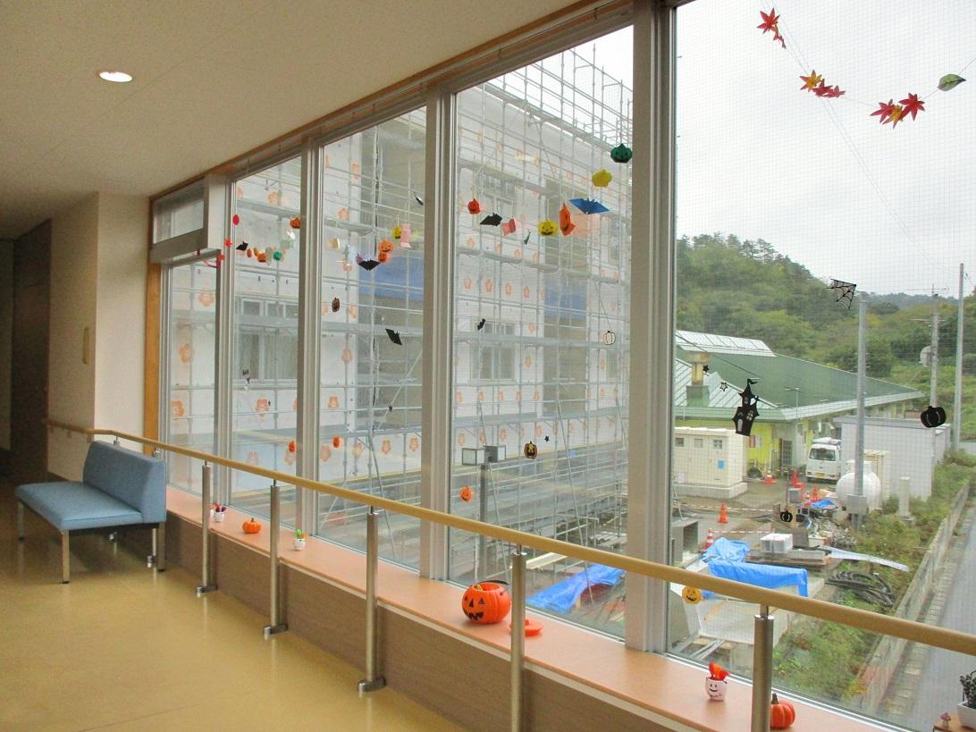 川西湖山病院 行事委員会「渡り廊下装飾~10・11月~」
