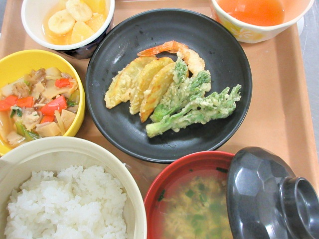 川西湖山病院 栄養科「4月のお誕生日行事食」