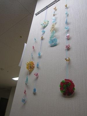 かがやきの丘 リハビリテーション科 「梅雨の季節にピッタリな壁飾りを作りました!」
