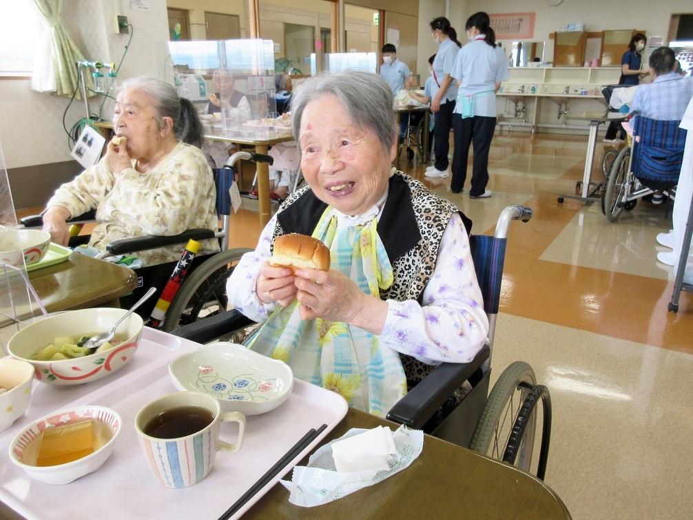 川西湖山病院 栄養科「今日はパンの日🥐」