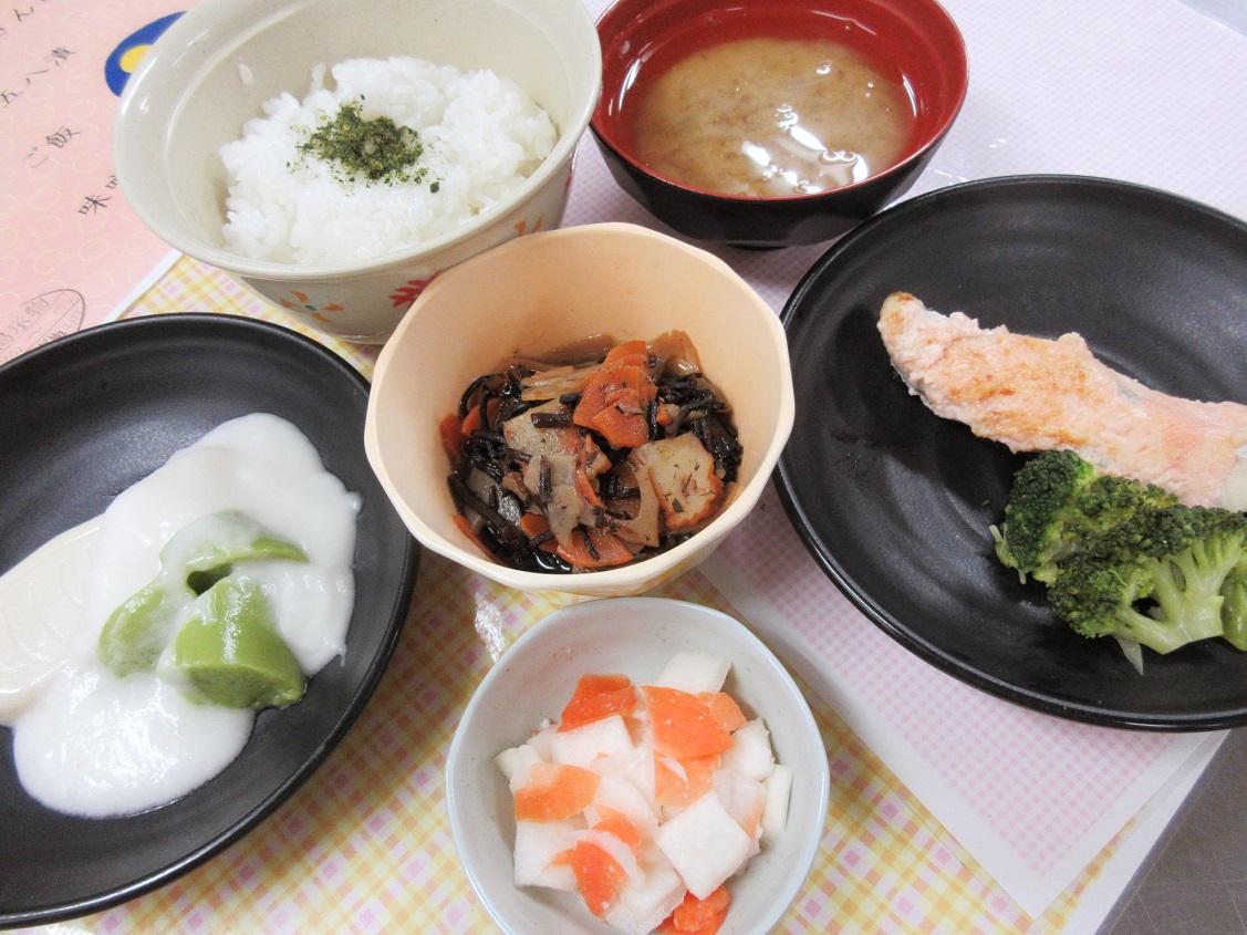 川西湖山病院 栄養科「10月のお誕生日行事食」